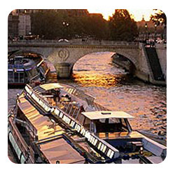 Gourmet dinner on the Seine river - Unique experience in Paris
